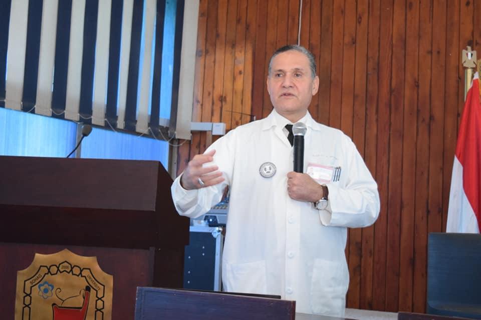 """طب بشري سوهاج تختتم ورشة """"طرق إعداد الابحاث العلمية"""""""