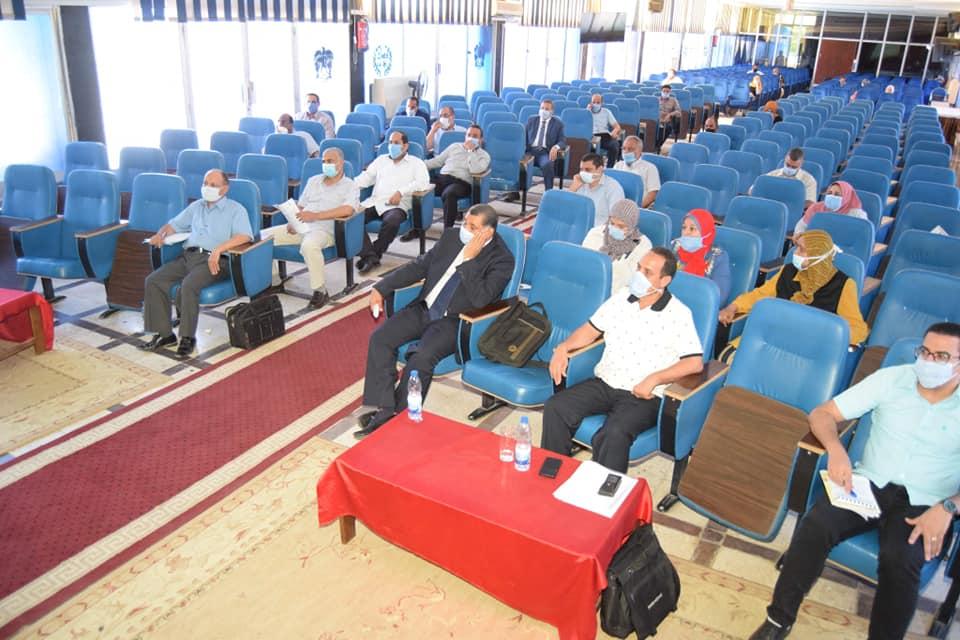 Sohag University studies mechanisms of applying the hybrid education system at the New Academic Year