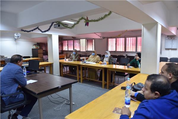 جامعة سوهاج تنظم دورات عن التحول الرقمي لفاقدي البصر