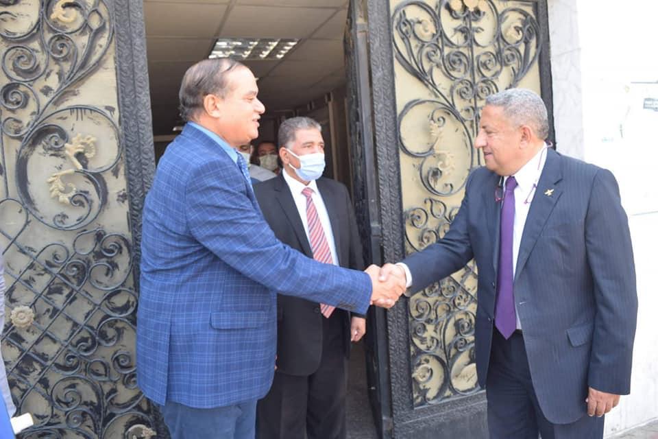 رئيس جامعة سوهاج يهنئ رئيس شركة مياه الشرب الجديد