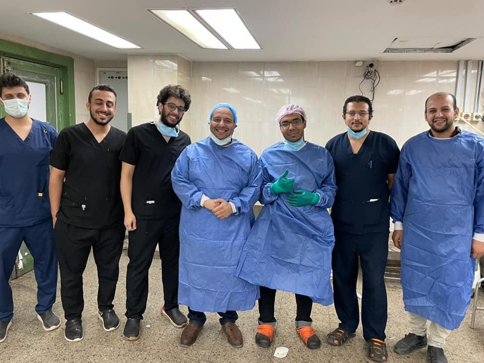 مستشفي سوهاج الجامعيتنقذ حياة شاباً مصاباً بقطع بالرقبة طوله ٢٠ سم