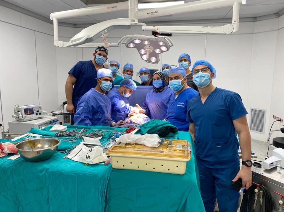 مستشفى سوهاج الجامعي تنقذ حياة شاب أصيب بانسداد شبه كامل وجلطة بالصمام الاورطى