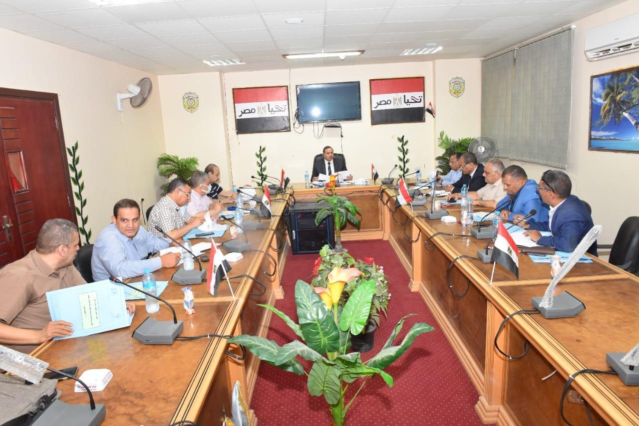 رئيس جامعة سوهاج يجتمع بمجلس إدارة الماجستير المهني ويتفقد أعمال الكنترول بكلية التجارة