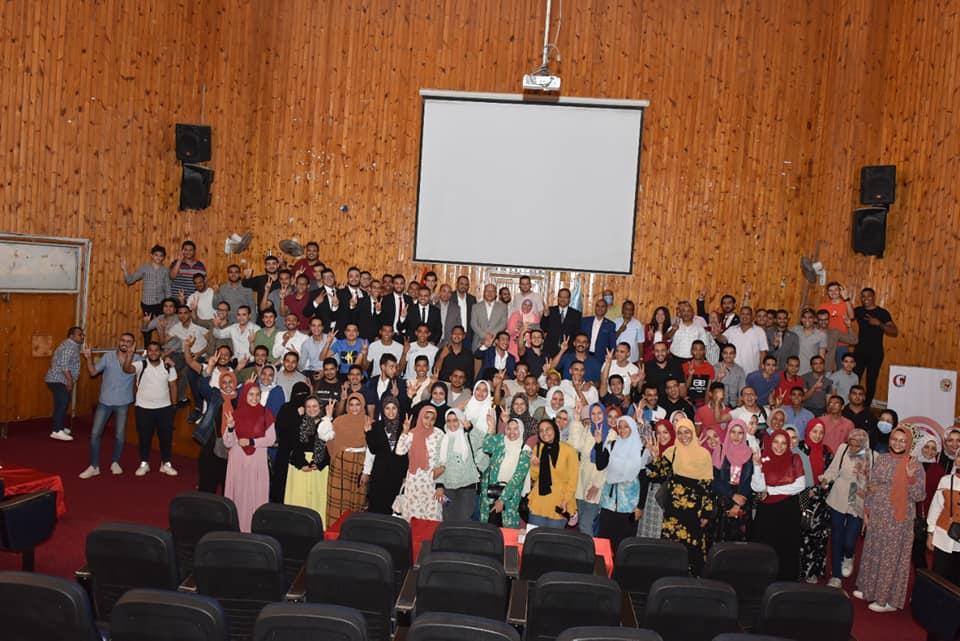 تنظم لقاء تعريفي للطلاب الجدد وتكرم المؤسسين القدامي لأسرة طلاب من أجل مصر
