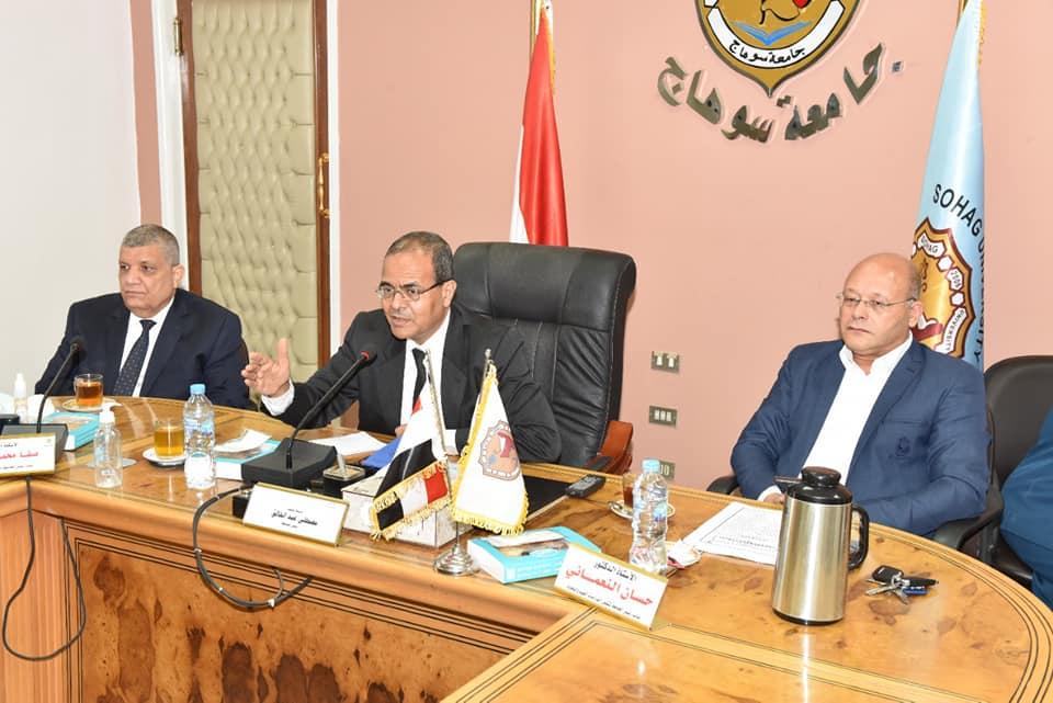 مجلس جامعة سوهاج يستكمل انتخاب اعضاء لجنة اختيار عميد طب