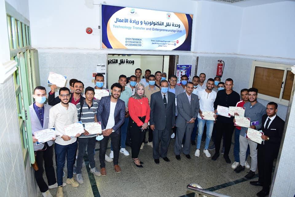 تكريم ١٢٥ متدرب وإعلان الفائزين بالمعسكر الشامل الأول لريادة الاعمال بجامعة سوهاج